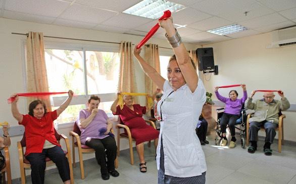 פעילות גופנית בבתי אבות