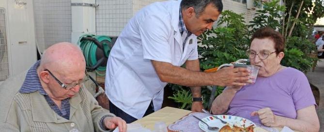 עזרה לקשישים - איך נוכל להקל על ההורים להתמודד עם בעיות הזקנה?