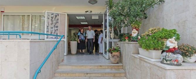 כניסה לבית אבות - כל היתרונות והחסרונות של מעבר לבית אבות