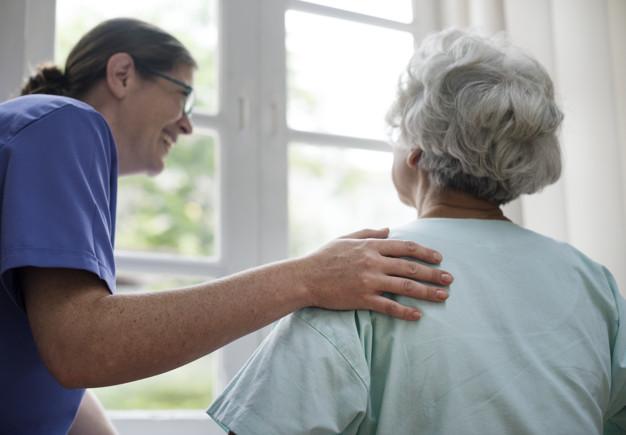 טיפול סיעודי בקשישים – כל מה שחשוב לדעת